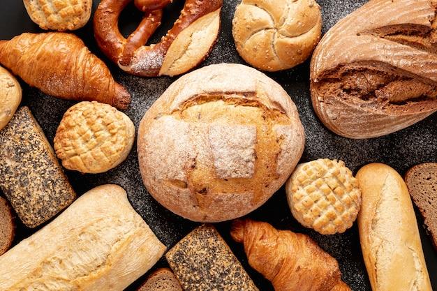Vista superior deliciosos productos de pastelería Foto gratis