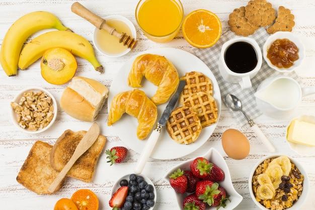 Vista superior desayuno delicioso Foto gratis