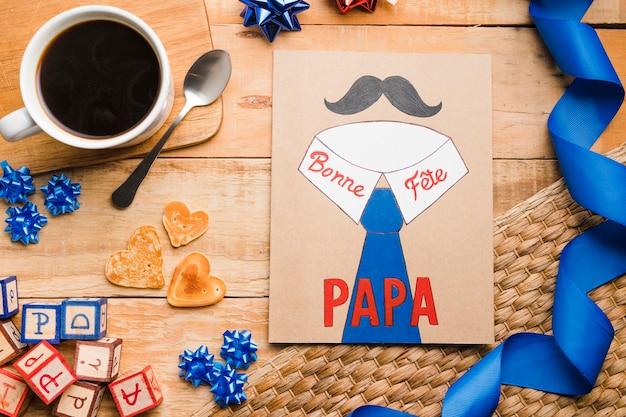 Vista superior del día del padre dibujando sobre la mesa Foto gratis