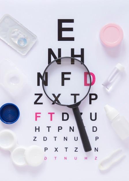 Vista superior del examen de la vista del gráfico de prueba ocular Foto Premium