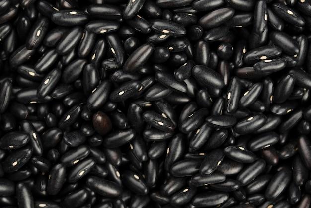 Vista superior de frijoles negros brillantes Foto Premium