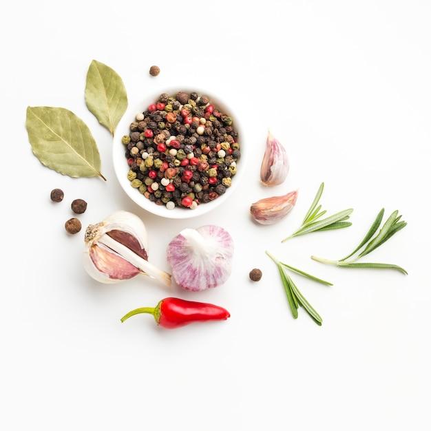 Vista superior de ingredientes para cocinar en la mesa Foto gratis