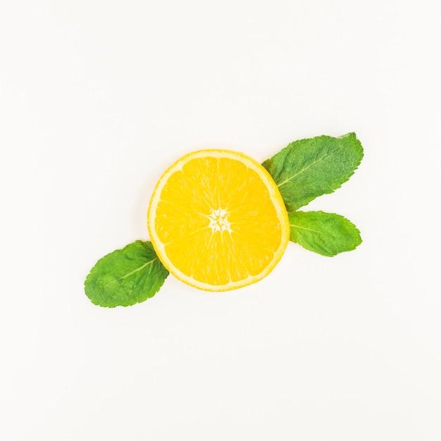 Vista superior limón con hojas Foto Premium