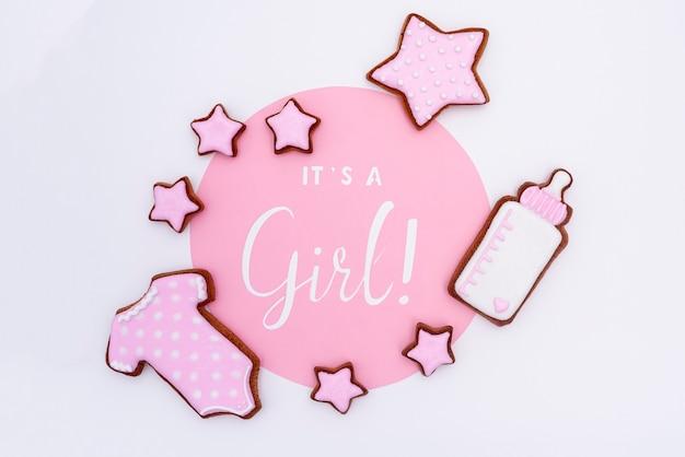 Vista superior de lindos accesorios de niña pequeña Foto gratis