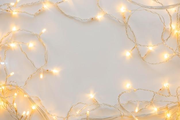 Vista superior luces blancas navideñas decorativas Foto Premium