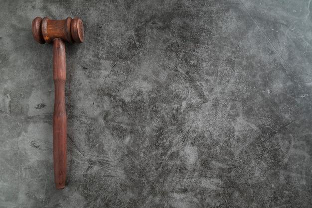Vista superior martillo de juez Foto gratis