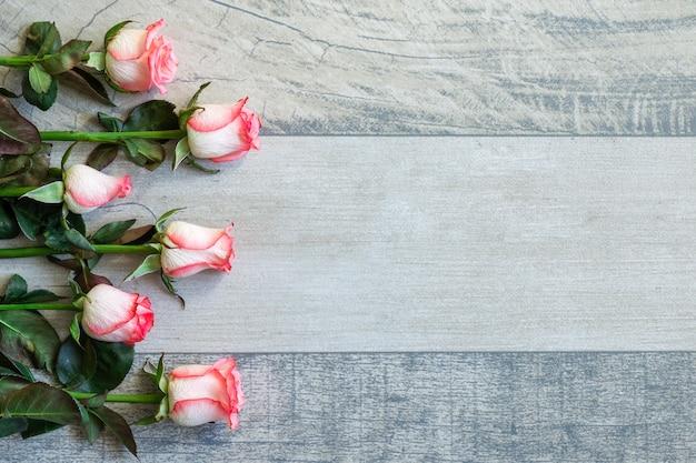 Vista superior ramo de rosas con espacio de copia Foto gratis
