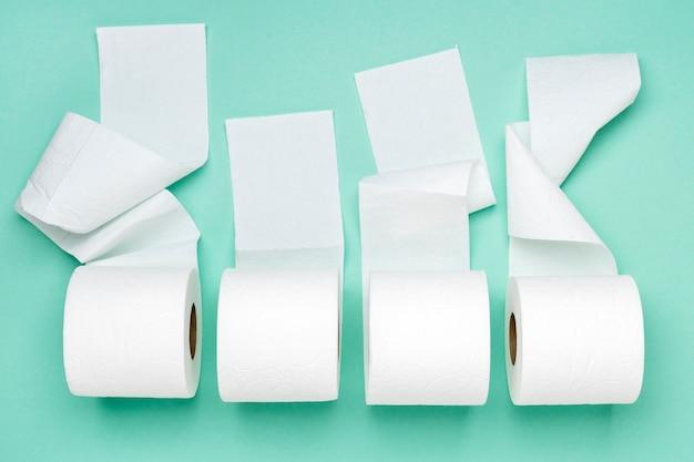 Vista superior de rollos de papel higiénico Foto gratis