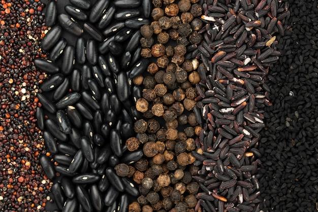 Vista superior del surtido de especias y semillas. Foto gratis