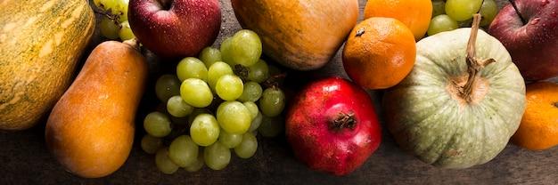 Vista superior del surtido de frutas y verduras de otoño Foto gratis