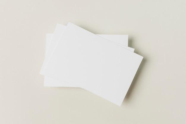 Vista superior tarjeta de negocios en blanco Foto gratis