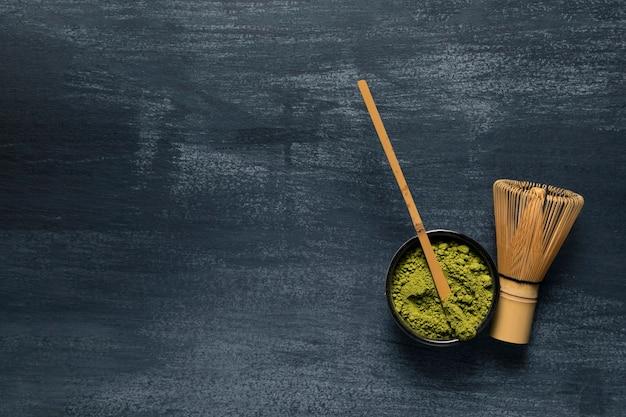 Vista superior utensilios de té verde de bambú Foto gratis