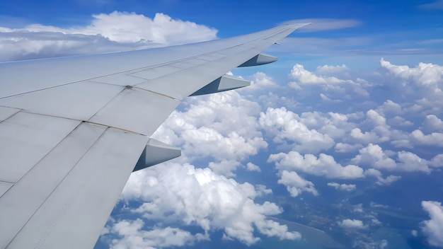Vista desde la ventana del avión Foto Premium