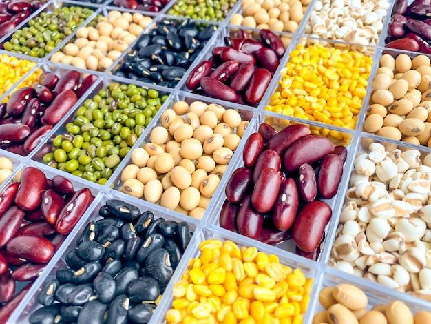 Vista vertical de granos saludables Foto Premium
