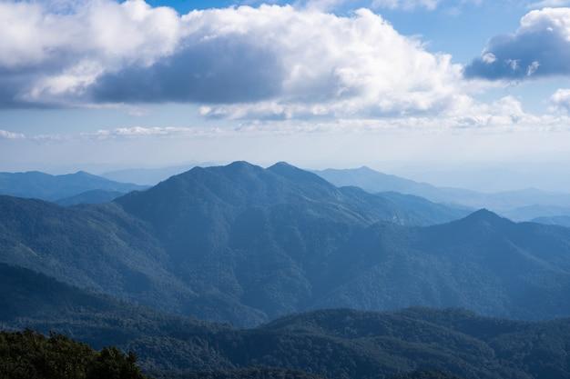 Vistas del horizonte en las montañas Foto gratis