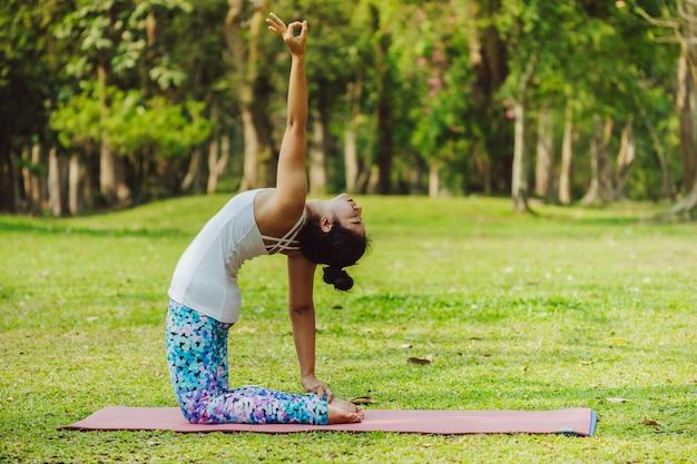 Resultado de imagen de yoga parque