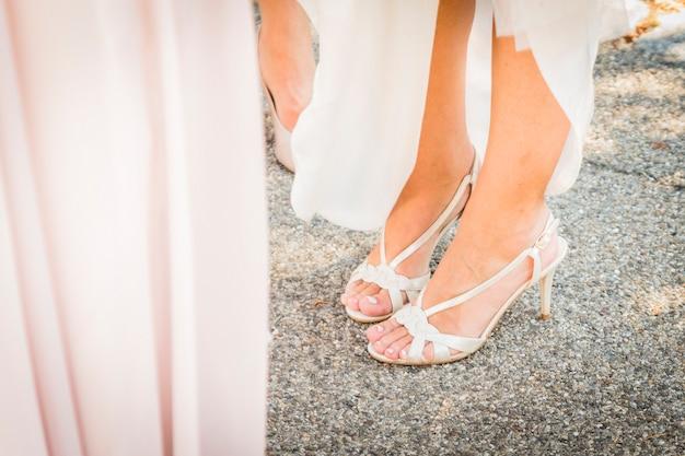 zapatos de boda novia para el día de la boda | descargar fotos premium