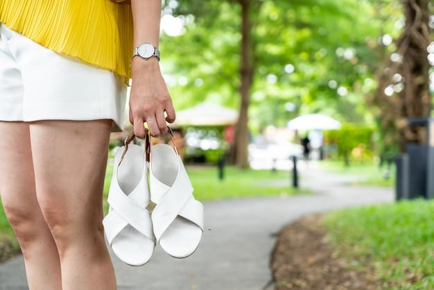 Zapatos de cuero de mujer hermosa Foto Premium