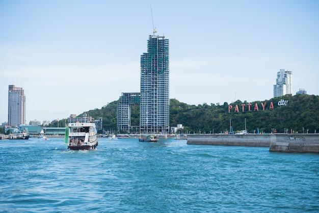 05 giugno 2015, vista da pattaya e mare a chonburi, tailandia Foto Premium