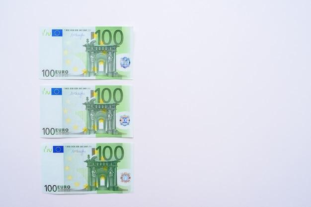 100 euro fatture banconote in euro soldi. valuta dell'unione europea Foto Premium
