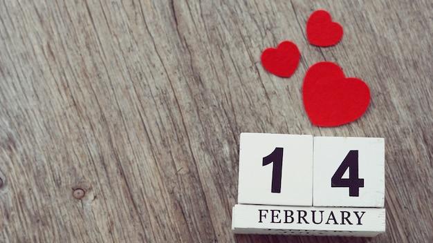 Rossi Sul Calendario.14 Febbraio Sul Calendario Di Legno Del Cubo Sulla Tavola