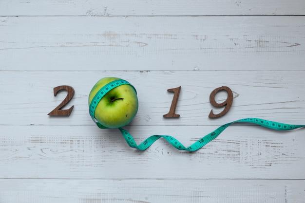 2019 buon anno per il concetto di assistenza sanitaria, benessere e medicina. Foto Premium