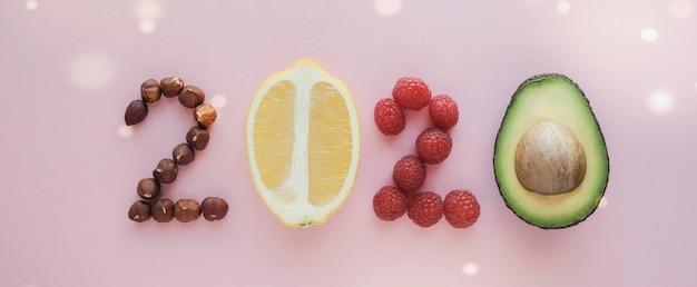 2020 a base di cibo sano su sfondo pastello Foto Premium