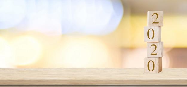 2020 auguri di felice anno nuovo con cubi di legno con 2020 Foto Premium