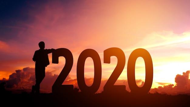 2020 new year silhouette young man concetto di libertà e felice anno nuovo Foto Premium