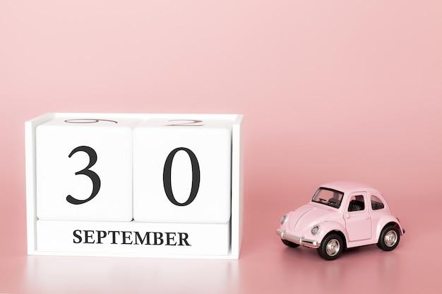 30 settembre. giorno 30 del mese. cubo calendario con auto Foto Premium