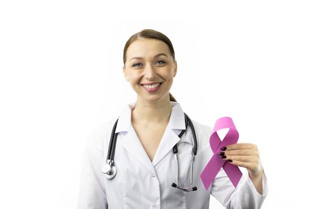 30s dottoressa con nastro viola per il mese della consapevolezza dell'epilessia, eeg del cervello Foto Premium