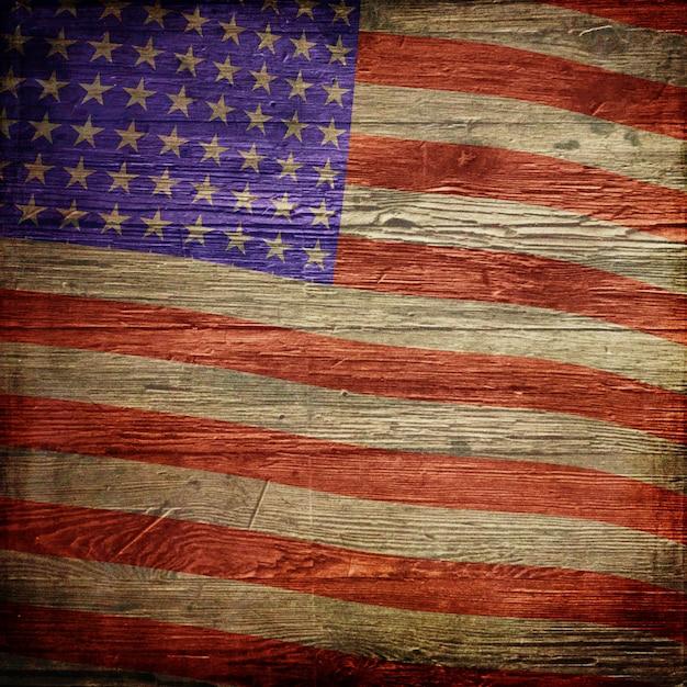 4 luglio sfondo independence day con bandiera americana su struttura di legno del grunge Foto Gratuite
