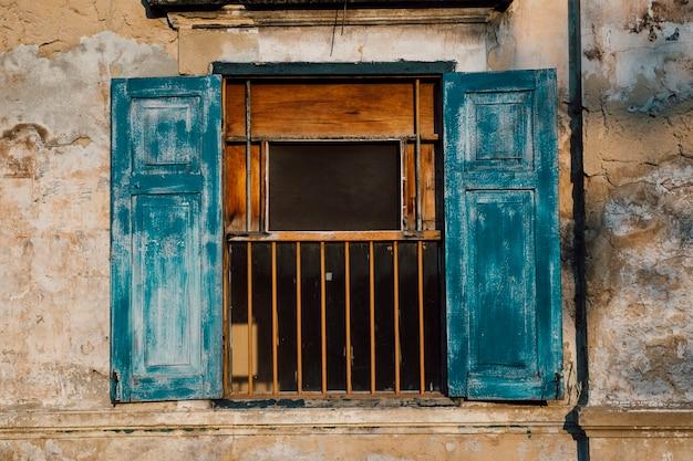 Abbandonare muro e finestra Foto Gratuite