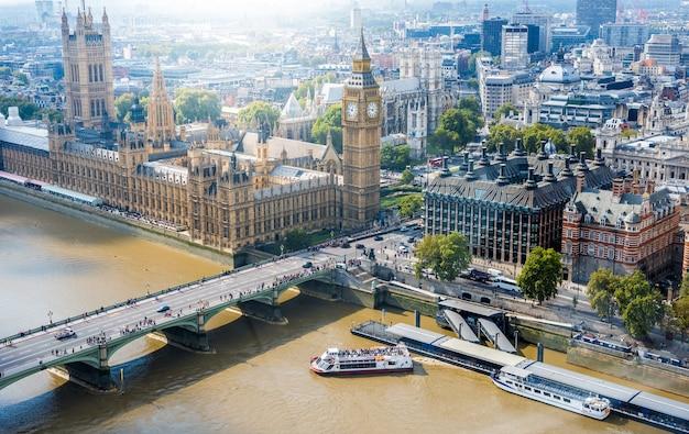 Abbazia di westminster e big ben e london city skyline, regno unito Foto Premium