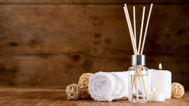 Accordo terapeutico spa con bastoncini profumati Foto Gratuite