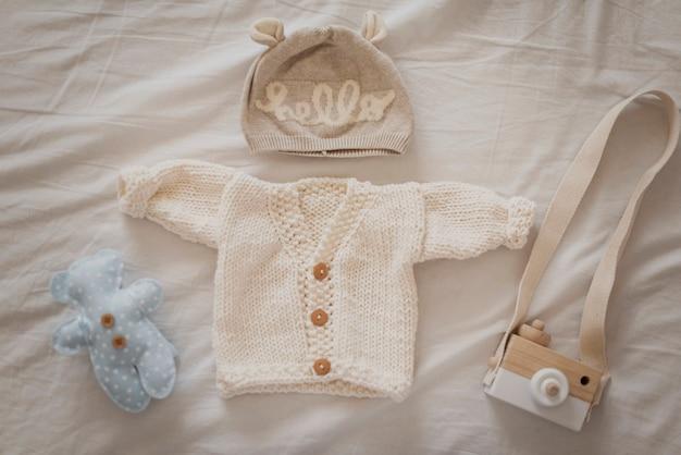 Adorabili abiti invernali per i più piccoli Foto Gratuite