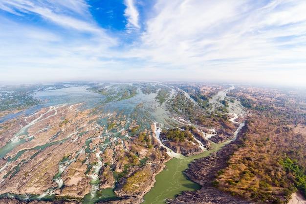 Aerial panoramico 4000 isole fiume mekong in laos, cascate di li phi Foto Premium