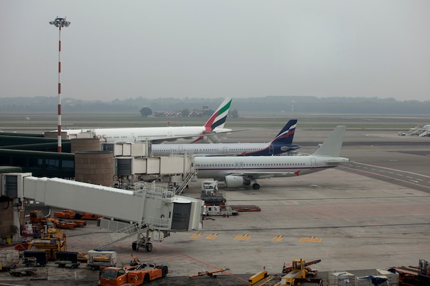 Aeroplani parcheggiati Foto Premium