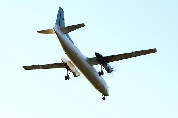 Aeroplano nel cielo Foto Gratuite