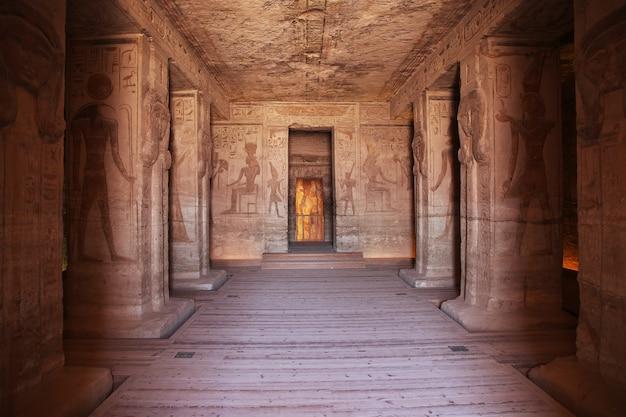 Affreschi nel tempio di abu simbel Foto Premium