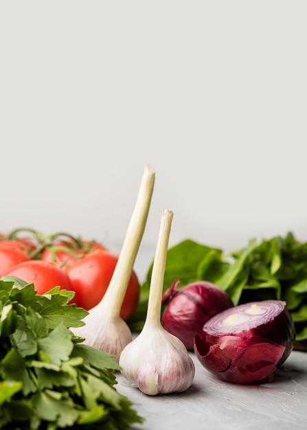 Aglio e cipolla deliziosi per insalata sana Foto Gratuite