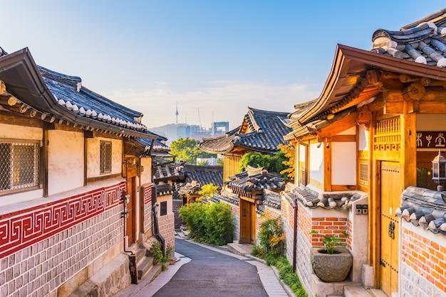 Alba del villaggio di bukchon hanok a seoul Foto Premium