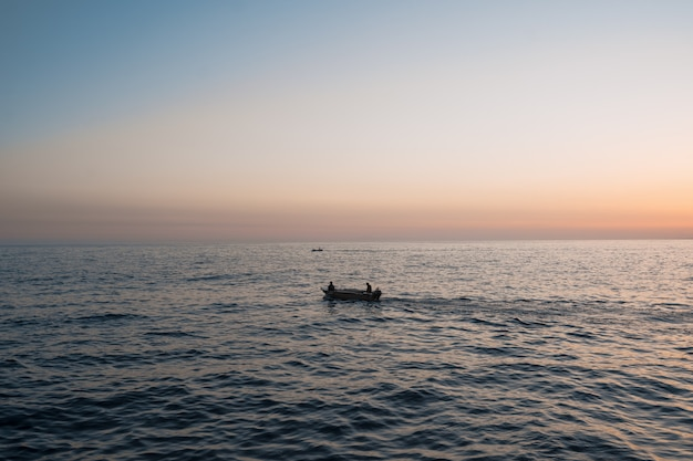 Alba sul mare e splendida vista sul mare Foto Gratuite