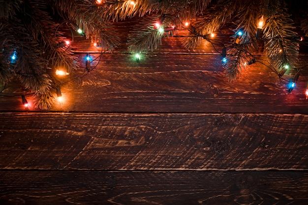Albero di natale e lampadine colorate. meraviglioso natale xmas