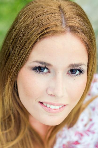 Alegria mujer gente joven sonrisa Foto Gratuite