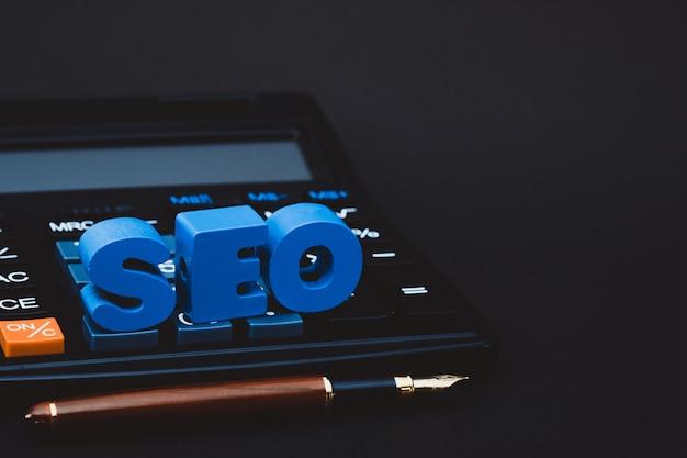 Alfabeto del testo di seo per il concetto di ottimizzazione del motore di ricerca Foto Premium