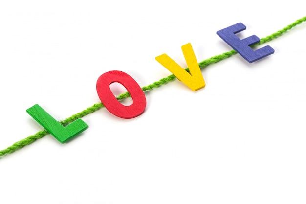 Alfabeto in legno colorato e parola amore. Foto Premium