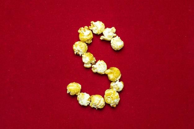 Alfabeto inglese da cinema popcorn, sfondo, lettera s Foto Premium