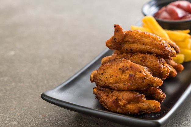 Ali di pollo fritto Foto Premium