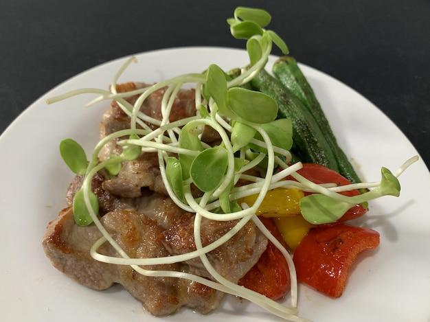 Alimenti chetogenici che consumano meno carboidrati e senza zucchero, ma molto grassi. Foto Premium